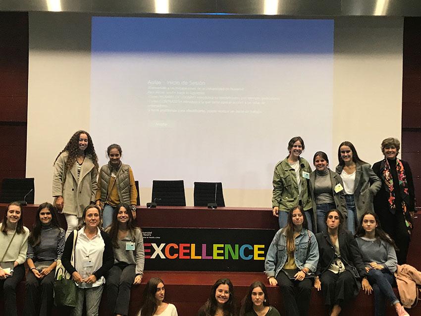 Alumnas Excellence reflexionan sobre relaciones personales, sociales y virtuales