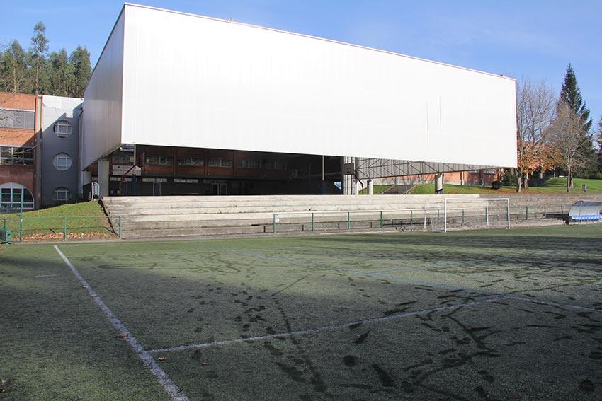 Fachada del Colegio Ayalde, en Loiu, Vizcaya